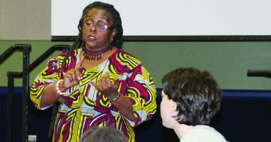 UT-Arlington professor visits DMC to discuss race issues